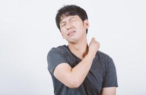 首痛い男性