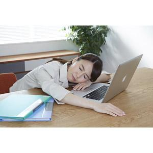 作業疲れ女性